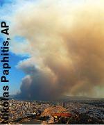 Le ceneri dell'incendio su Atene