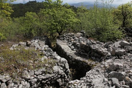 Trincea di guerra sul Monte Ermada