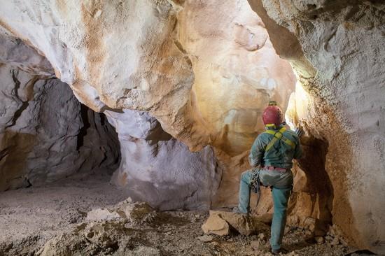 Uno degli ambienti già noti di Shpella Mark. Fotografia di Orlando Lacarbonara
