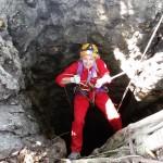 Discesa nella grotta verticale La Ang Procui (A. Bissolati)