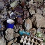 Immondizie alla base del Pozzo presso Sgonico - foto di Maurizio Maffei