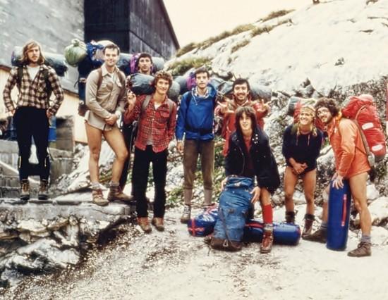 Giovanni ,sesto da sx,  assieme agli amici della Cgeb, Canin abisso Gortani 1978