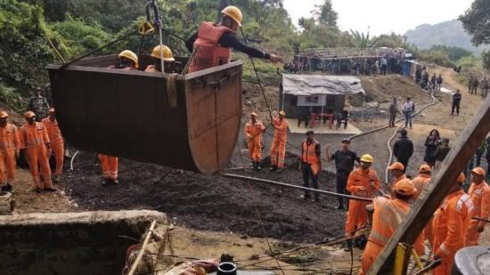 Meghalaya, minatori bloccati in miniera