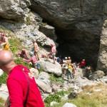 Il momento dell'uscita della barella da Piaggia Bella nell'incidente del 2007