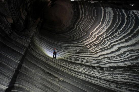 Risalendo la grotta di sale