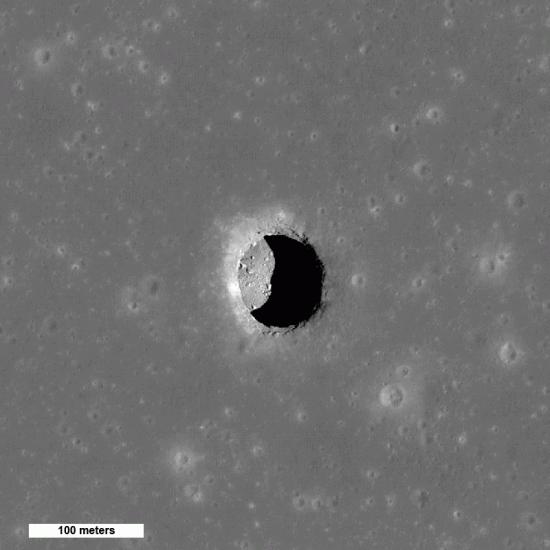 Grotta lavatubes tubo di lava sulla Luna