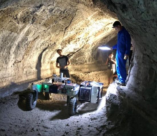 rover NASA luna grotte laviche