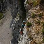 Alla ricerca di grotte sulla parete della Cima Taculera