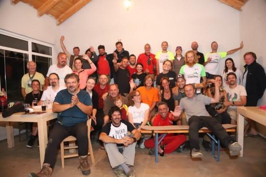 foto di gruppo al campo internazionale