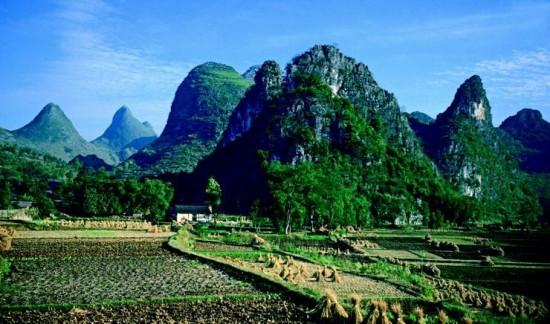 La regione di Guangxi con le sue caratteristiche formazioni carsiche