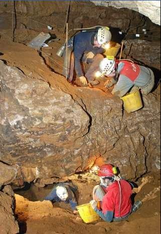 archeologi-grotta-della-monaca